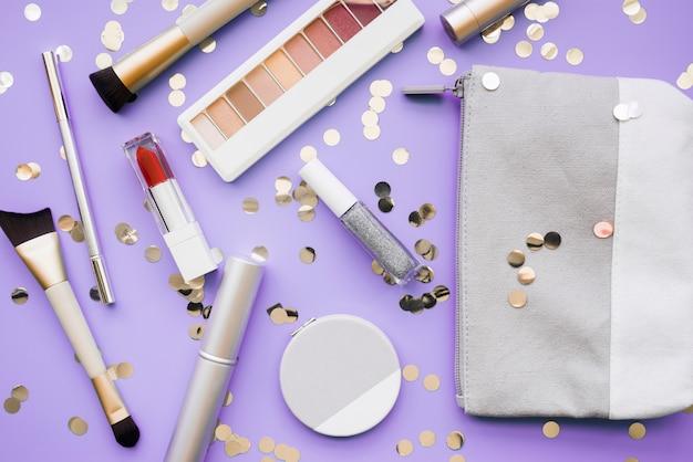 Outils de maquillage et fard à paupières