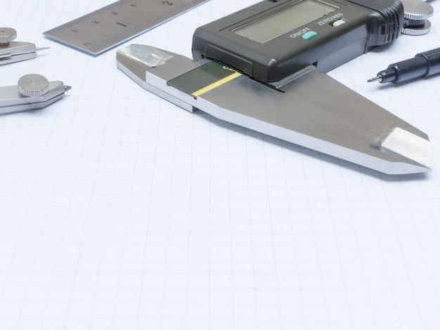Outils de mesure sur papier millimétré