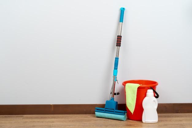 Outils de nettoyage pour le ménage sur sol en bois