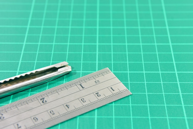 Outils de papeterie de bureau, tapis de coupe avec règle en acier et couteau