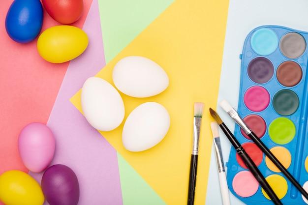 Outils de pose à plat pour peindre des œufs