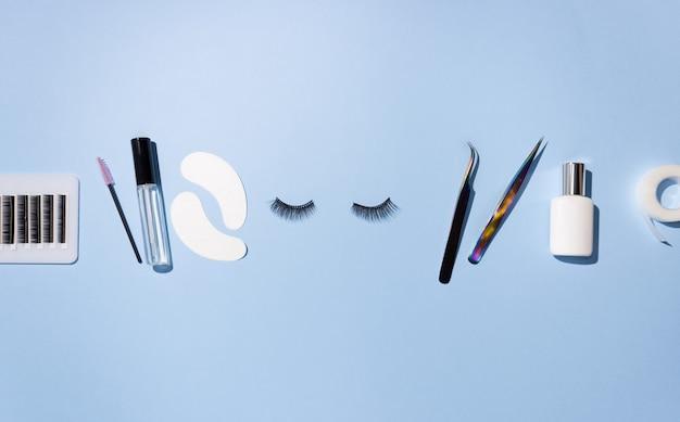 Outils pour l'extension de cils. cils artificiels, soins personnels. pince à épiler, colle et autres outils pour le travail des cils