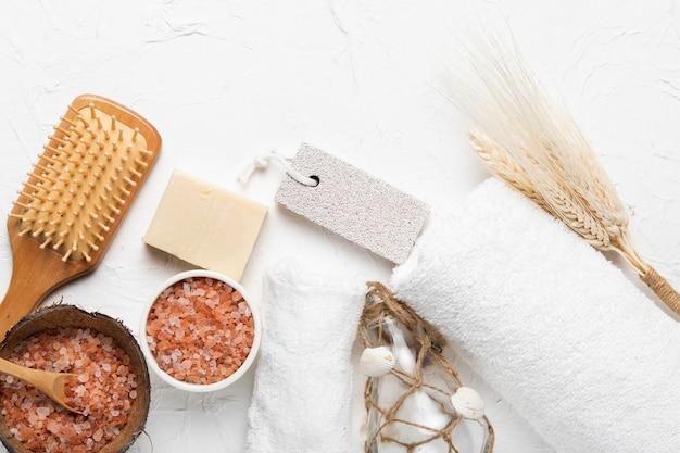 Outils de récurage et de frottement pour spa
