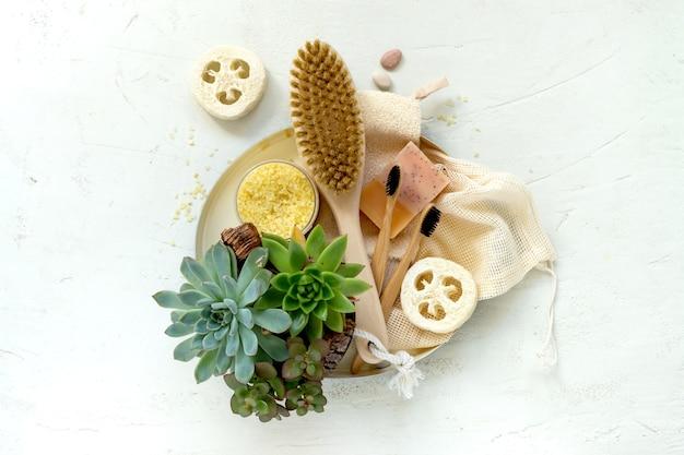 Outils de salle de bain organiques naturels zéro déchet.