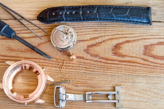 Outils spéciaux pour la réparation des horloges.