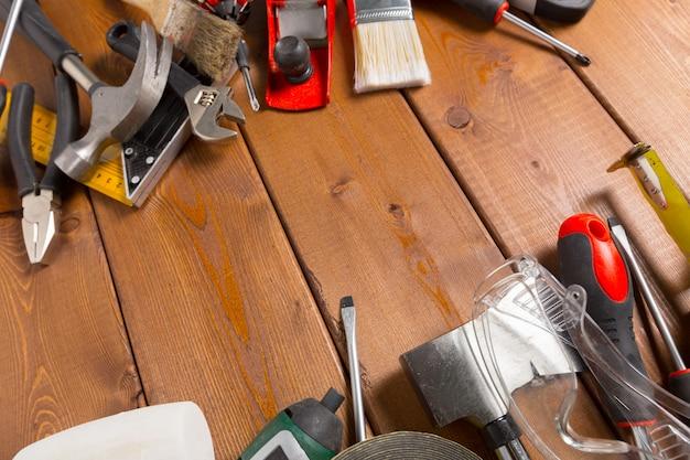 Outils de travail variés sur bois