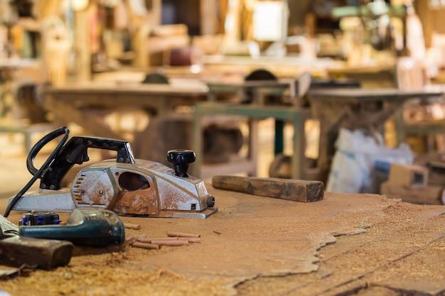Outils utilisés dans le travail du bois.