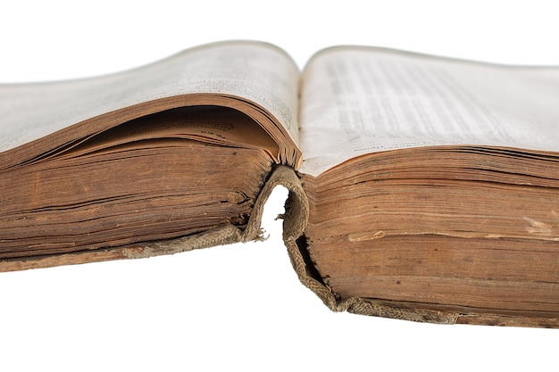 Ouvert le livre ancien isolé sur blanc