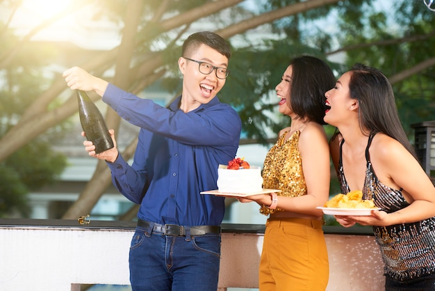 Ouverture de la bouteille de champagne