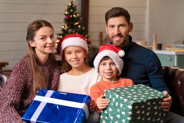 L'ouverture de la famille présente le jour de noël