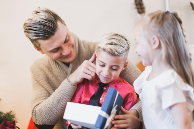 Ouverture de famille présente