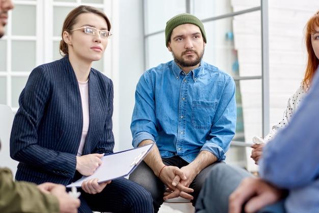 Ouverture lors d'une séance de thérapie de groupe