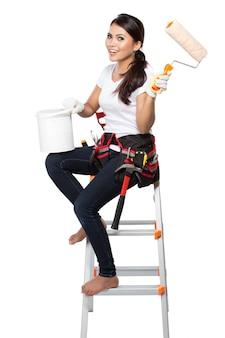 Ouvrier du bâtiment femme peinture