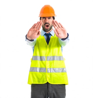 Ouvrier, faire, arrêt, signe, blanc, fond