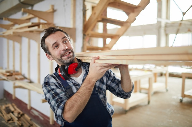 Ouvrier, porter, bois, planches