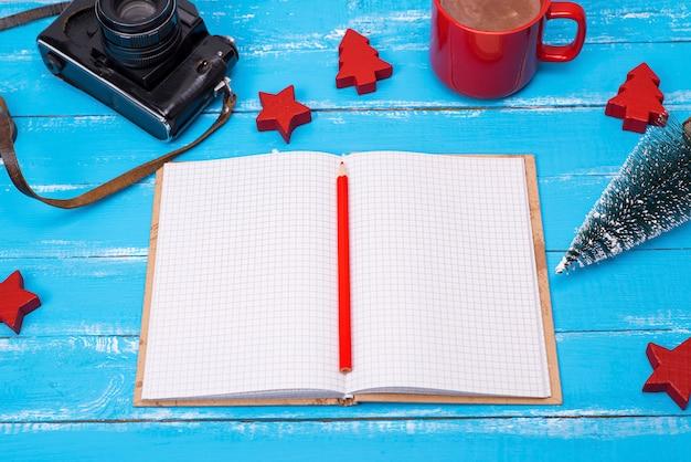 Ouvrir le cahier d'école vide