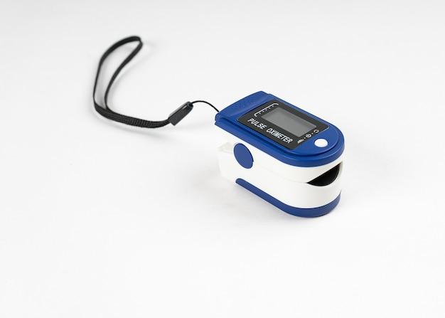 Oxymètre de pouls digital portable isolé