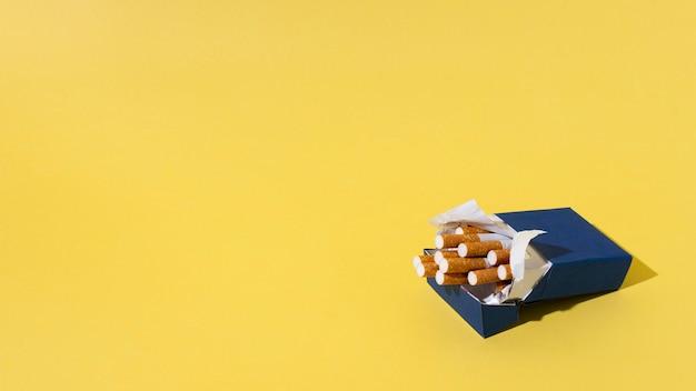 Pack de cigarettes avec copie espace