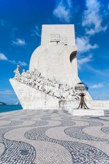 Padrao dos descobrimentos (monument des découvertes) est un monument situé sur la rive du tage à lisbonne, portugal