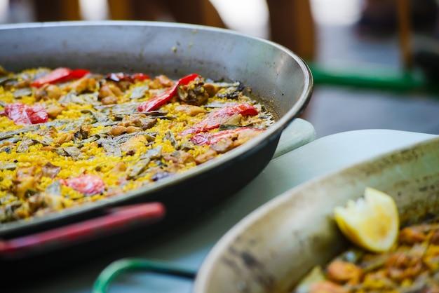 Paella à la crevette et aux moules