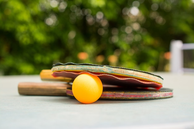 Pagaies et balles de ping pong