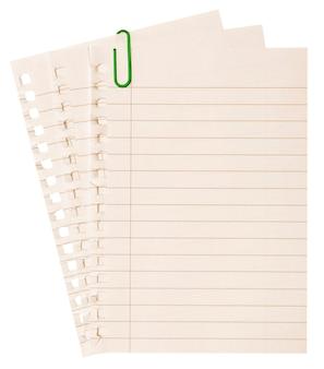Une page arrachée du cahier.