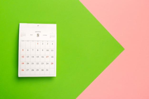 Page de calendrier sur bicolore brillant