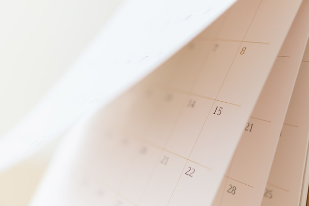 Page de calendrier feuilletage bouchent flou