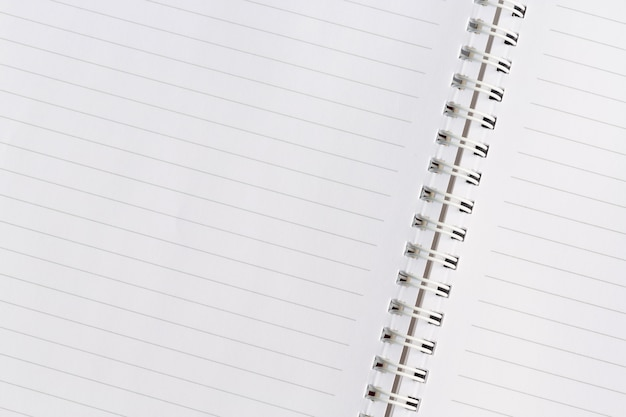 Page de livre d'école. cahier à spirale blanc