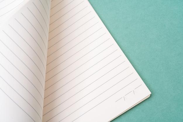 Pages de cahier vierges. contexte pour l'écriture de texte de papeterie.