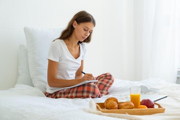 Pages du matin, flux d'habitude de journalisation de la conscience, première chose chaque matin sur une base quotidienne.
