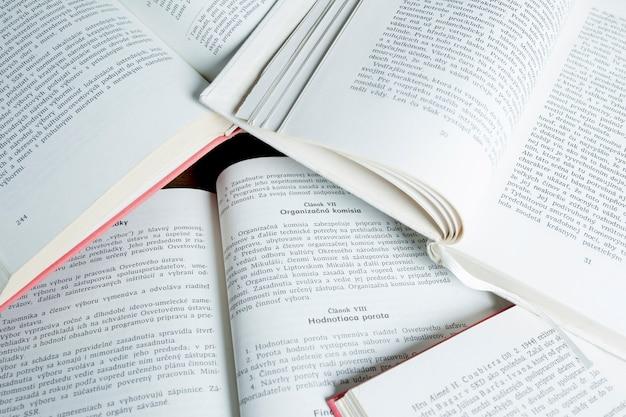 Pages de livres ouverts