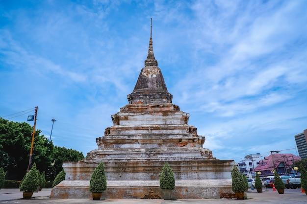Pagode au temple phra si rattana mahathat en thaïlande
