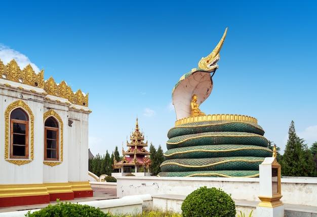 Pagode birmane au temple du cheval blanc à luoyang, chine