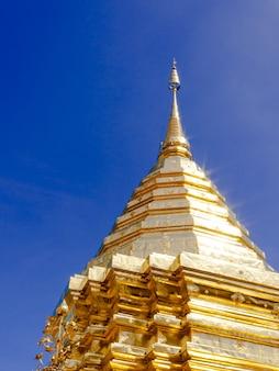 Pagode d'or wat phra that doi suthep chiangmai thaïlande