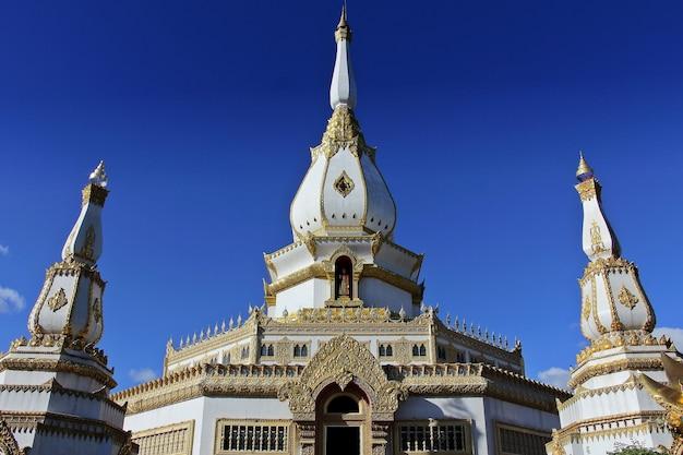 Pagode de phra maha temple chedi chai mongkol, roi et, thaïlande.