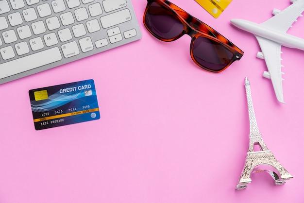 Paiement en ligne pour travelwith shopping top view