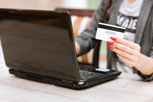 Paiement en ligne sécurisé et sécurité du transfert d'argent électronique