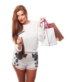 Paiement portrait blanc consommateur heureux