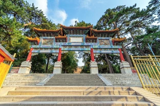 Paifang au palais d'été à pékin, chine