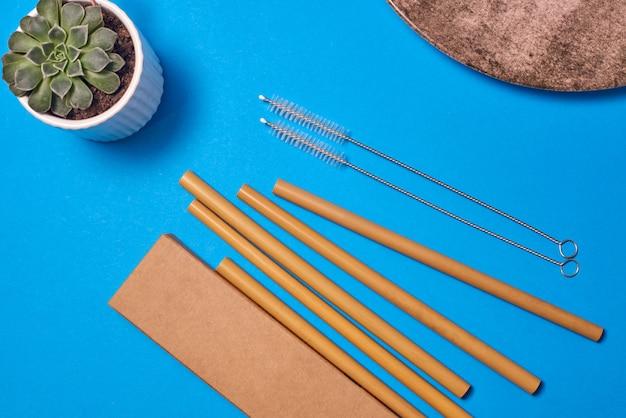 Paille en bambou avec brosse de nettoyage et boîte d'emballage en carton