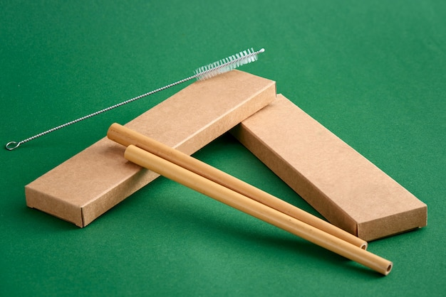 Paille en bambou avec brosse de nettoyage