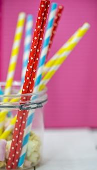 Pailles colorées pour boissons