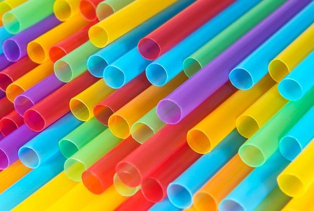 Pailles en plastique colorées