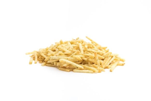 Pailles de pommes de terre isolés sur fond blanc