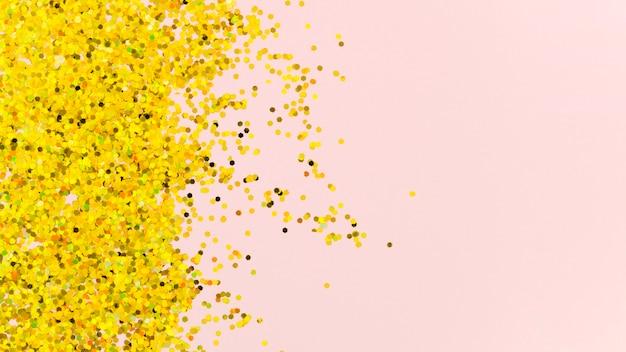 Paillettes dorées abstraites sur fond rose