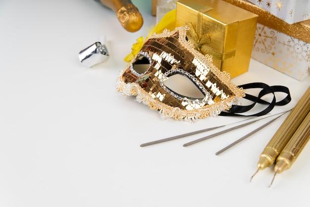 Paillettes masque et copie espace fond