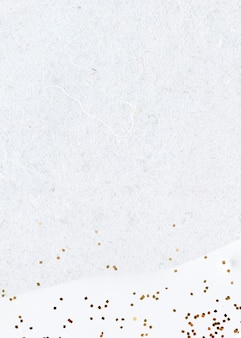 Paillettes d'or sur fond blanc abstrait