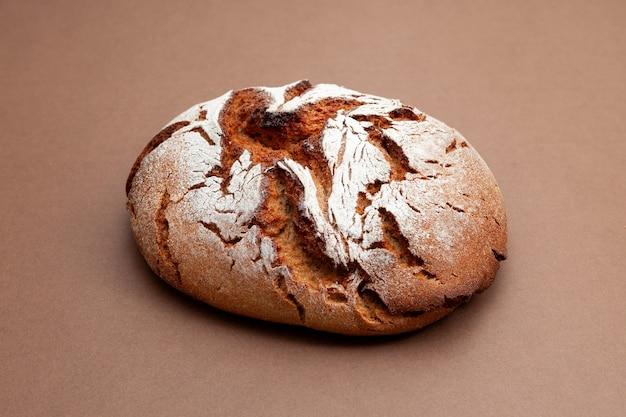 Pain au levain frais fait maison pain sain sans levure sur fond marron