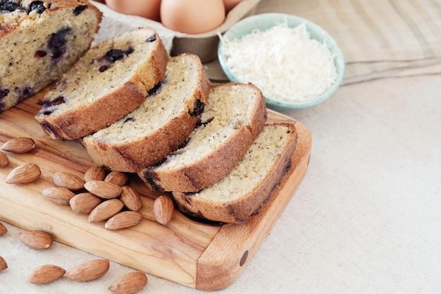 Pain aux amandes et noix de coco sans gluten, aliment de régime cétogène